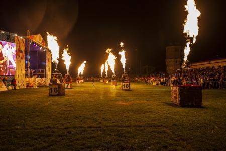 Огненное шоу вместо танца слонов