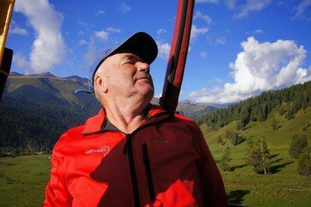 Старейший пилот аэростата в России встретит свое 80-летие в небе Великих Лук