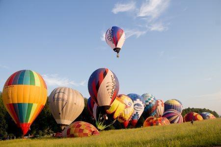 На «Небесной ярмарке» состоялись первые спортивные полеты на аэростатах
