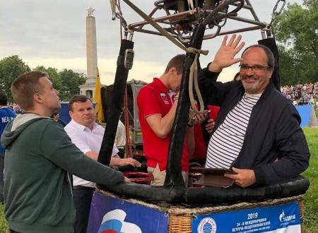 Президент Международного общества наук о спорте и здоровье из Франции совершил полет на аэростате в Великих Луках